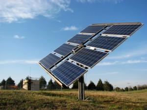 solar-panel-in-the-field-4-1415235-640x480